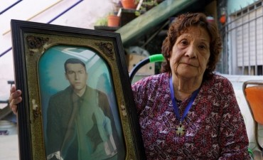 ISLAS MALVINAS: con emoción y llantos, madres de los 88 soldados NN ahora identificados terminaron su luto