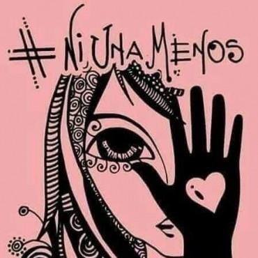 Quién es la artista del retrato viral de #NiUnaMenos