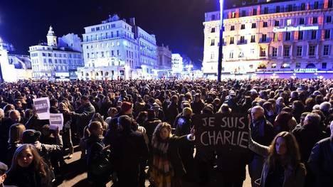 FRANCIA: Identifican a tres de los sospechosos por el ataque terrorista en París