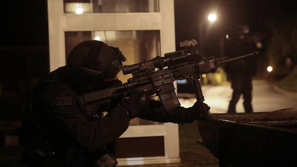 FRANCIA: Buscan a los prófugos del ataque terrorista casa por casa