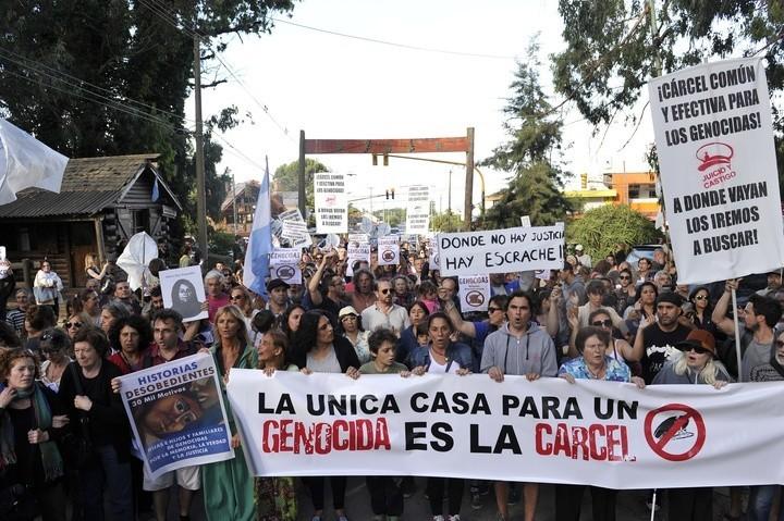 MAR DEL PLATA: El Bosque Peralta Ramos, alterado por la prisión domiciliaria de Miguel Etchecolatz