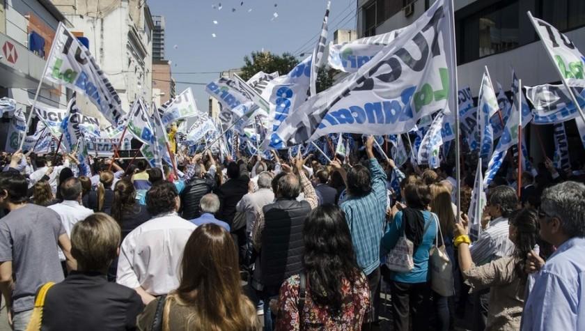 BANCOS: Extienden el paro a 72 horas, hasta el martes