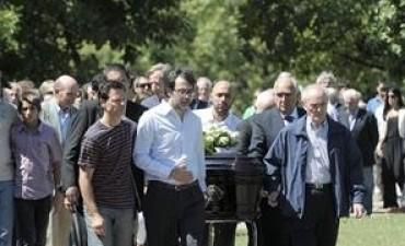JULIO CÉSAR STRASSERA:  fue despedido por familiares y políticos