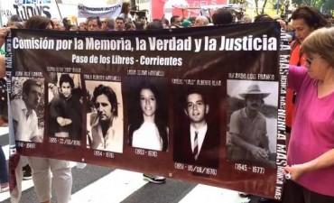 DICTADURA: Multitudinarias marchas en la Plaza de Mayo por el 40° aniversario del golpe