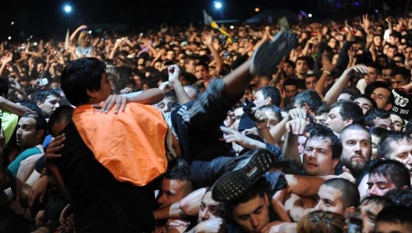 INDIO SOLARI: Al menos dos muertos en el concierto de Olavarría