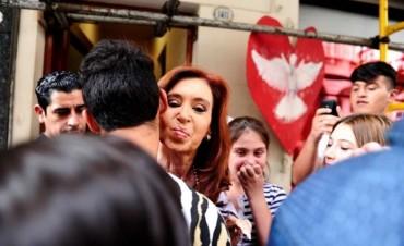 SALIR DEL PAÍS: Ya rige la prohibición para Cristina Kirchner y sus hijos