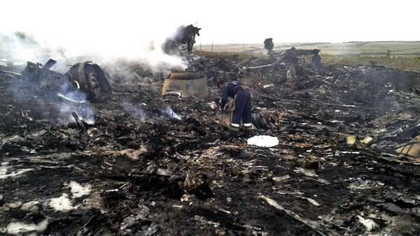 AVIÓN: Ucranianos y prorrusos se acusan por el avión de Malaysia derribado