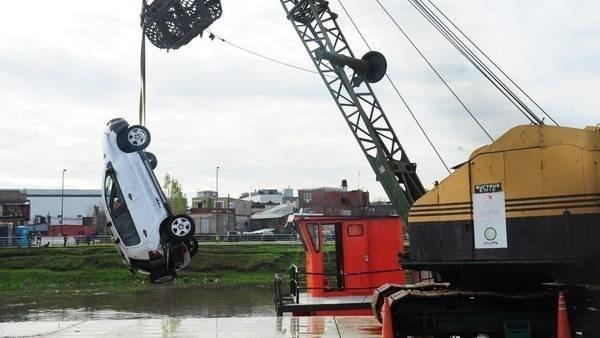 RIACHUELO: Encontraron el cuerpo de un hombre que cayó con su auto