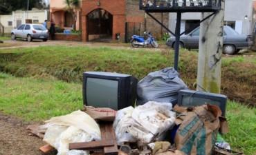 BAJARON LAS AGUAS: Lento retorno a los hogares