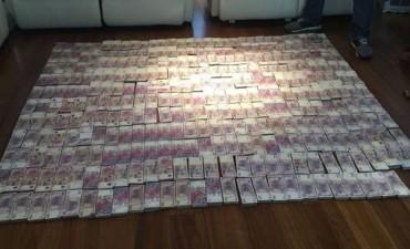 CARLOS TOMEO: El tesoro escondido en su casa