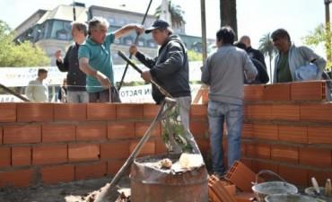 PLAZA DE MAYO: Ex soldados construyen en Plaza de Mayo