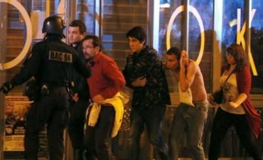 FRANCIA: Ataques simultáneos en París: 132 muertos y decenas de heridos Noche de terror en Francia.