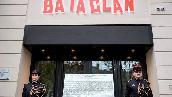 Silencio, lágrimas y emoción, en el primer aniversario de los atentados yihadistas en París