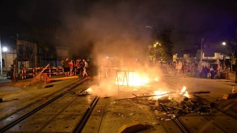 En medio del calor extremo, sube el tono de las protestas por la falta de luz