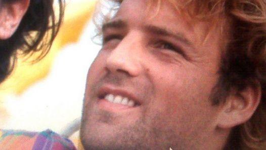 MARIO BENEDIT: Apareció muerto en la costanera