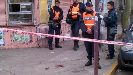 Enfrentamiento entre barras de Lanús: Un muerto y cinco heridos