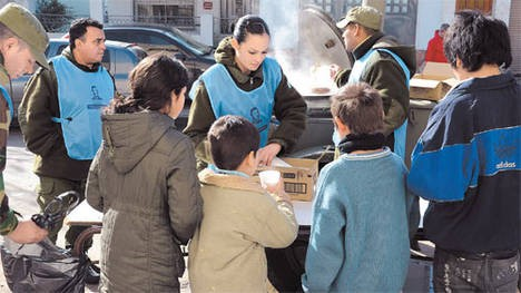 Militares van a las villas para tareas de contención social