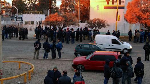 Petroleros bloquearon por seis horas una refinería de YPF en Luján de Cuyo