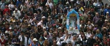 Miles de jóvenes peregrinan hacia la basílica de Luján