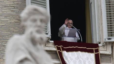 En su primer Angelus, el papa Francisco llamó a ser misericordiosos