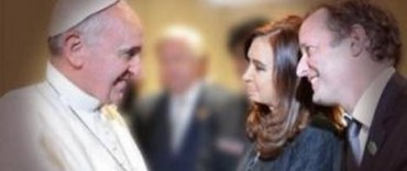 El kirchnerismo ya tiene afiche con el Papa, pero Insaurralde asegura que no es campaña