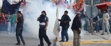 Neuquén: gases y un herido de bala durante la sesión por YPF-Chevron
