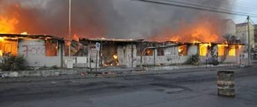 Santa Cruz: manifestantes quemaron un edificio que guardaba documentos históricos de la provincia