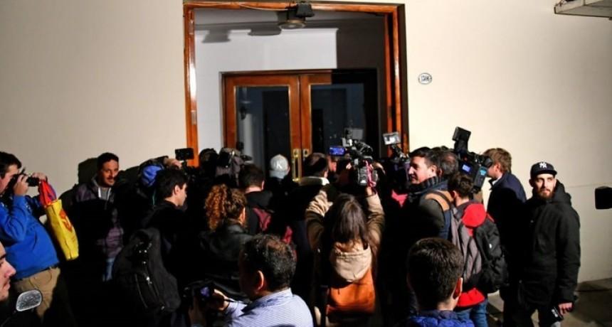 Cuadernos de la coimas  Allanaron el edificio de Cristina Kirchner: buscan dinero en dos departamentos